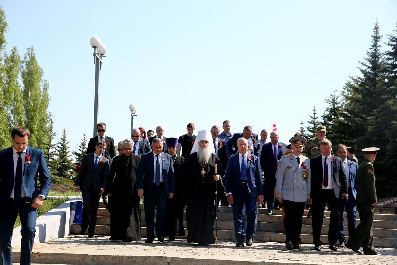 Митрополит Лонгин принял участие в торжественном мероприятии в парке Победы