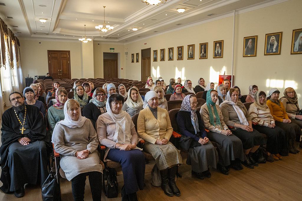 Очередная группа распространителей церковной утвари закончила обучение на курсах
