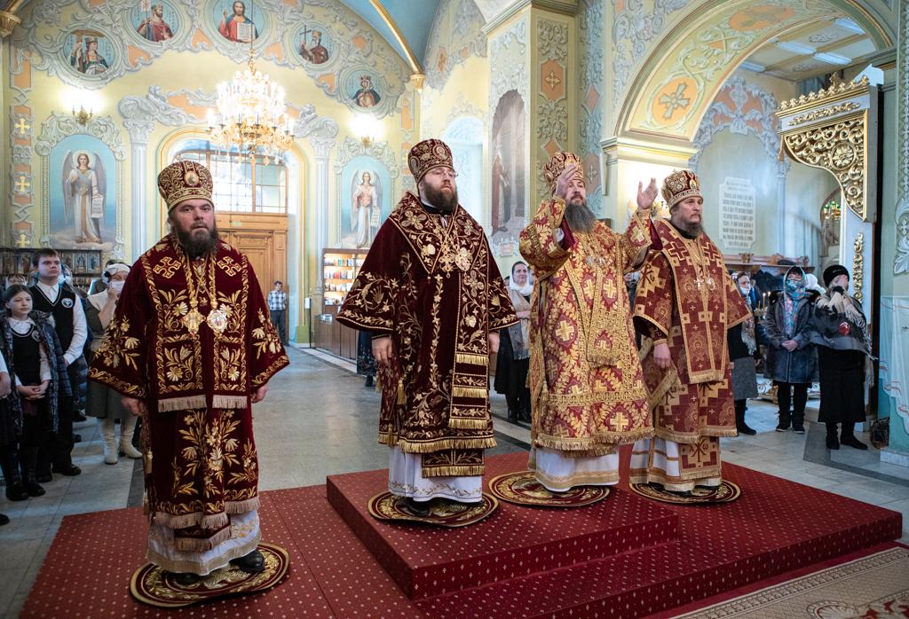 В День тезоименитства митрополит Игнатий совершил Божественную литургию в Покровском соборе Саратова