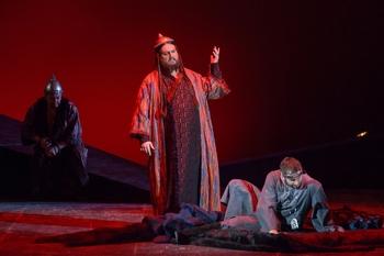 Станислав Трофимов в образе хана Кончака на премьере оперы «Князь Игорь» в Саратовском театре оперы и балета