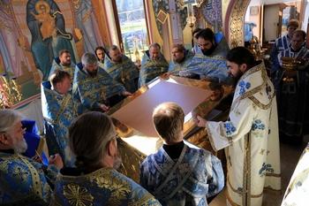 Освящение храма в честь Казанской иконы Божией Матери. Именно в этот день, на летнюю Казанскую, город начали обстреливать