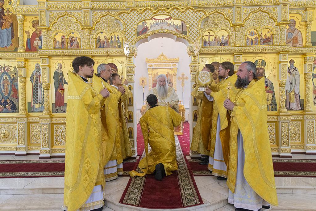 Неделя 9-я по Пятидесятнице, предпразднство Преображения Господня, день памяти мученика Евсигния